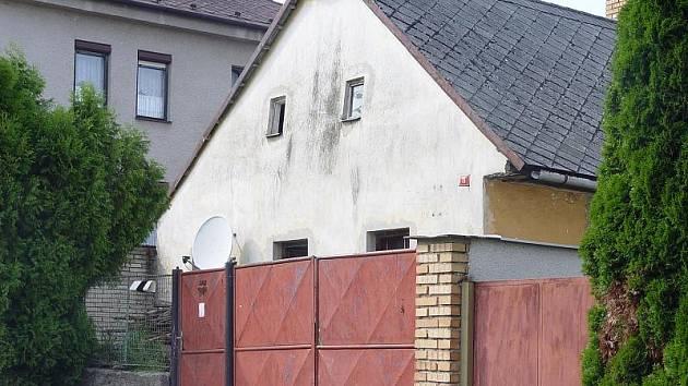 Otínský dům číslo 11 jako by přitahoval tragické události. Násilnou smrtí v něm zemřeli už čtyři lidé.