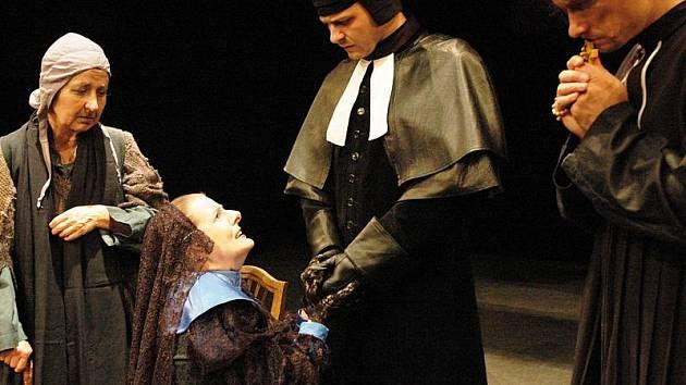 V sobotu se v Horáckém divadle v Jihlavě uskuteční premiéra hry Čarodějky ze Salemu. Autor se nechal inspirovat skutečnými čarodějnickými procesy v Salemu z roku 1692.