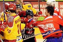 Zápasy regionálních rivalů táhnou do hlediště diváky a hráče nutí k většímu nasazení. O šarvátky nebylo nouze ani v minulém vzájemném zápase mezi Jihlavou a Třebíčí.