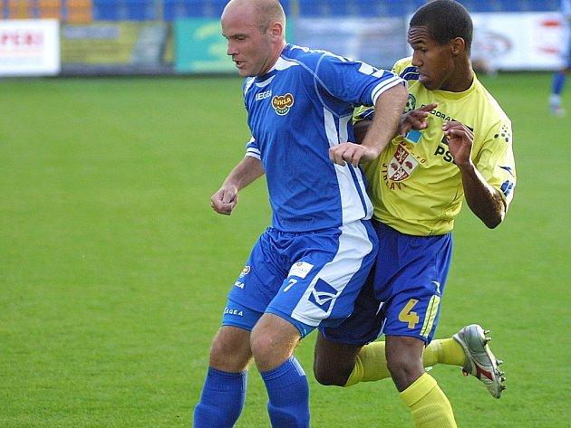 Další ztráta. Fotbalisté Jihlavy přišli v už tak choulostivé situaci o jednoho ze svých nejlepších hráčů. Theodor GebreSelassie (ve žlutém) odchází do Slavie Praha.