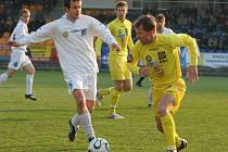 Druholigoví fotbalisté Jihlavy (vpravo Michal Veselý) se chtějí vrátit ke hře, kterou předváděli v úvodu jarní části.
