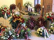 Obřadní síň před pohřbem Holíka