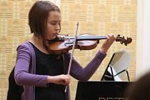 Mladá houslistka Tereza Žáčková ze ZUŠ Jihlava patřila k těm, jejichž interpretační umění porotce zaujalo. Právem postoupila do krajského kola soutěže ve hře na smyčcové nástroje, které se uskuteční 26. března v Třebíči.