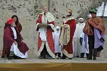 Tři králové putují za betlémskou hvězdou, aby se poklonili novému králi. To je základní linie krásného vánočního příběhu, který lidi okouzluje rok co rok.