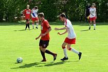 Výběr Sapeli Polná (v červeném) i hráči Bedřichova o víkendu zahálet nebudou.