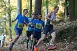 Jaroslav Vítek (vpravo) má naběháno. O tom se závod co závod přesvědčují i mnohem mladší soupeři.