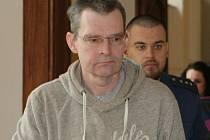 JIŘÍ MAJER. Jedez z šestice obžalovaných, kteří se před Krajským soudem v Brně zodpovídají z nelegálního obchodu s léky. Stíhán je vazebně.