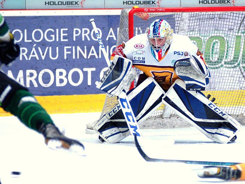 Hokejisté HC Energie (v zeleném) hostili Jihlavu. Josef Kořenář
