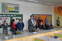 Nově vybavenou učebnou fyziky se ve čtvrtek pochlubili na Základní škole Hradecká v Telči. Žáky by to mělo motivovat k většímu zájmu o nepříliš oblíbené předměty.