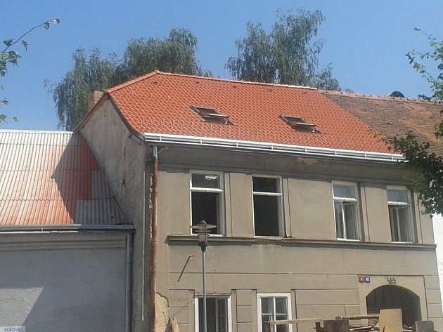 Střecha domu Františka Svobody po opravě