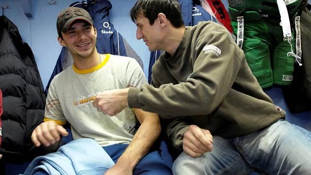 Na prvním srazu české hokejové reprezentace se objeví také dva třebíčští odchovanci ve službách ruské Ufy – útočníci Leoš Čermák (vlevo) a Michal Mikeska.