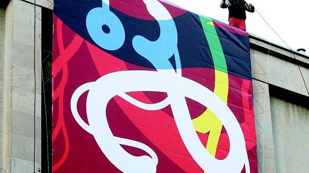 Jihlavský dům kultury se během nedělního odpoledne převlékl do slavnostních festivalových barev s motivem pomyslného pátrání.