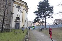 U kostela svatého Jakuba se budou opravovat části hradebních zdí a schody do lesoparku Heulos.