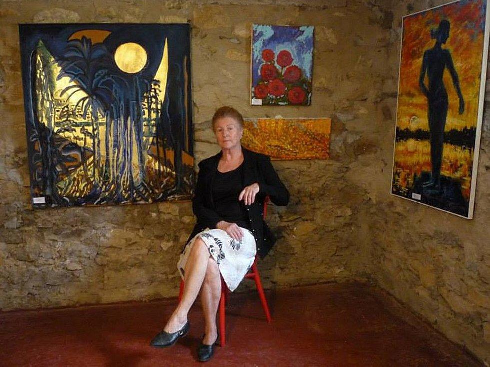 Karla Florianová s obrazem Jeruzalém.