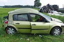 Nehoda osobního automobilu s kamionem u Markvartic.