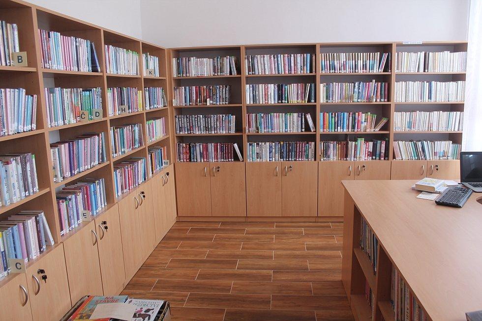 Knihovna v budově úřadu městyse ještě voní novotou.