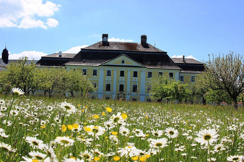 Dny otevřených zahrad v Zámku Žďár nad Sázavou.