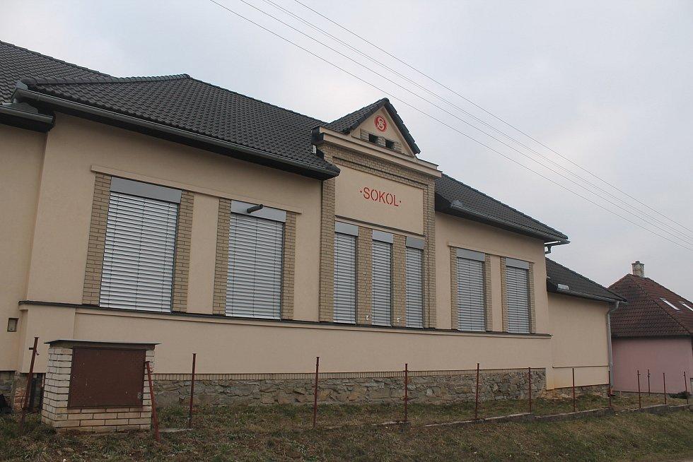 V obci jsou aktivní Sokol i Orel.