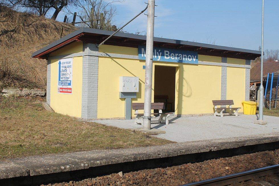 Železniční zastávka je místní raritou.
