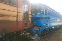 Na jihlavském nádraží narazil nákladní vlak do stojící lokomotivy, 11. 8. 2020.