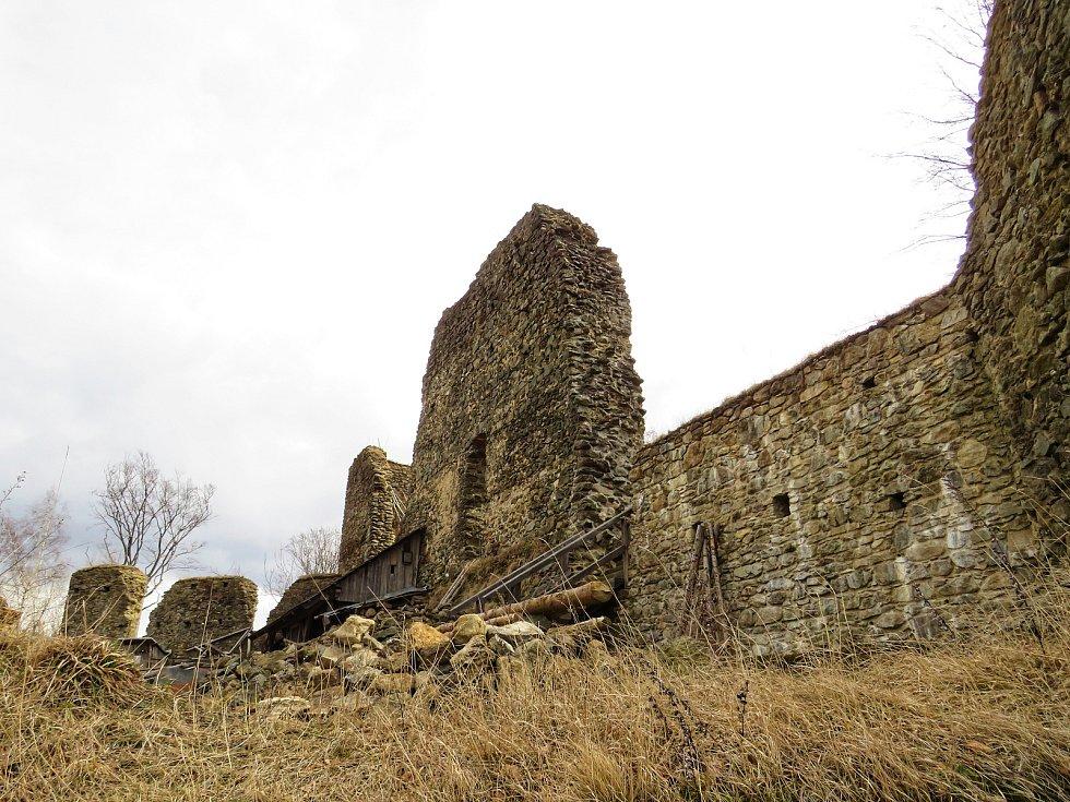 Tajemná zřícenina hradu Orlík láká k návštěvě.