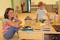 Helena Sedláčková z Jihlavy je se školkou Meruzalka velmi spokojená. Na snímku s dcerou Marií.