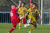 Také po pátém kole letošního ročníku krajského přeboru čekají fotbalisté Bedřichova (ve žlutočerném) na první výhru v sezoně.