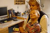 Dita Pízová se svým pětiletým synem čeká, že k nim do bytu v pátek vtrhnou vykonavatelé exekuce a odnesou jí bezdůvodně její věci.