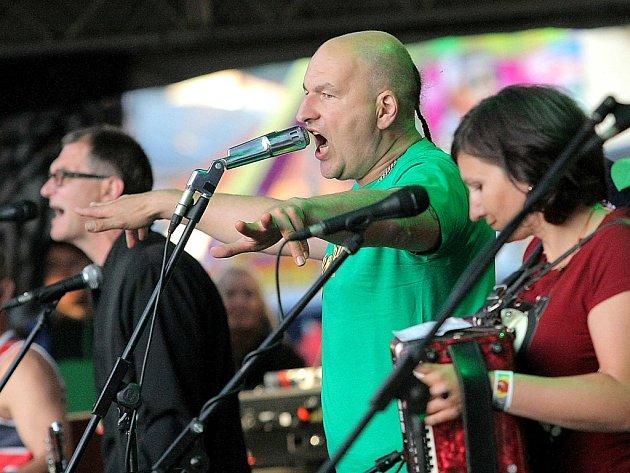 Také tato kapela vystoupí na Vysočina festu. Tři sestry (na snímku) nedávno potěšily své fanoušky například na humpoleckém Bernard festu, odkud tato fotografie pochází.