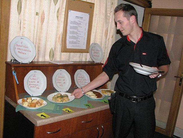 Konkurence obědových menu je v Jihlavě veliká. Některé restaurace proto nabízejí zdarma pití nebo zákusek.