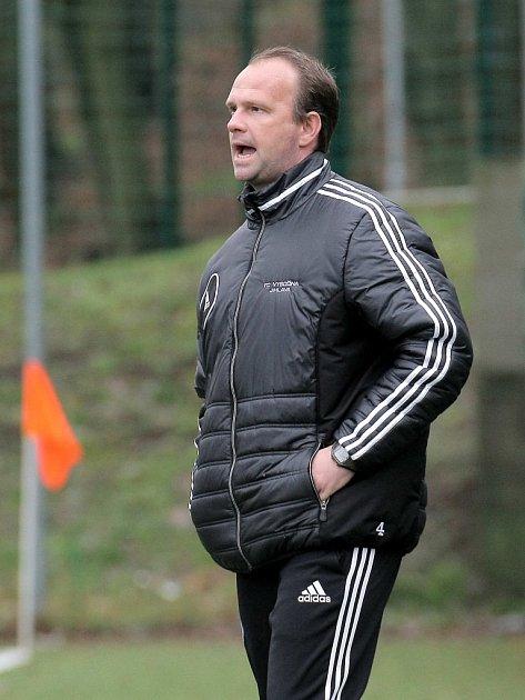 Byl spokojený. Trenér Kamil Průša hráče po těžkém utkání s Pardubicemi pochválil. Tři body vydřeli.