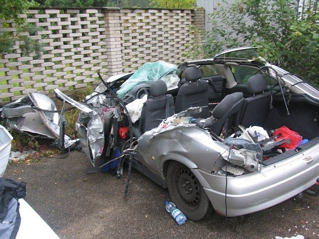 K vážné dopravní nehodě došlo ve čtvrtek brzy ráno na 140. kilometru dálnice D1. Do převráceného kamionu tam narazil dvaašedesátiletý řidič, který utrpěl zranění neslučitelná se životem. Zemřel na místě.