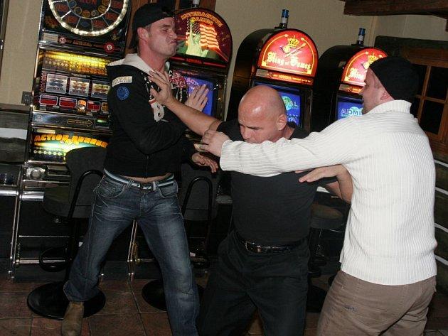 Rvačky pod vlivem alkoholu v sobě skrývají nebezpečí. Po posilnění alkoholem ztrácí aktéři potyčky kontrolu tvrdosti útoku.