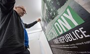 """Instalace výstavy """"100 let republiky - očekávání, naděje a skutečnost"""""""