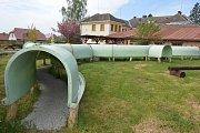 Strašidla z Jihlavy neskončila na skládce, ujal se jich zábavní park Fábula v Kamenici nad Lipou.