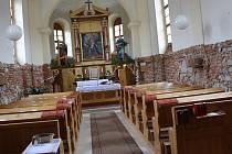 Uvnitř kaple svaté Anny ve Velkém Beranově to zatím vypadá jako na staveništi. Do poutě v příštím roce by ovšem mělo vše zářit novotou.