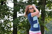 Snímek z druhého ročníku Dámského golfového turnaje na hřišti u Telče