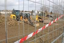 Stavba jihlavského pumptracku se v druhé polovině března na necelý týden zastavila kvůli návratu zimy.