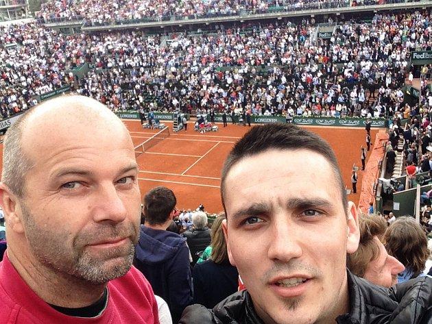 Pavel Pikl (vlevo) a Zdeněk Salát se vydali do Paříže na tenisový turnaj French Open. Atmosféra předčila jejich očekávání.