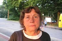 Libuše Pivoňková včera jela místo vlakem autobusem.