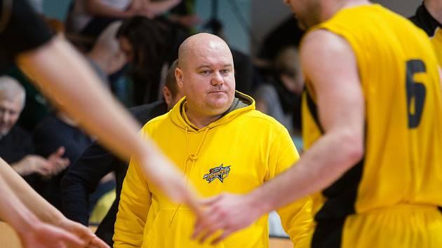 Trenér Petr Pešout je rád, že se začalo konečně trénovat, i když pouze venku.