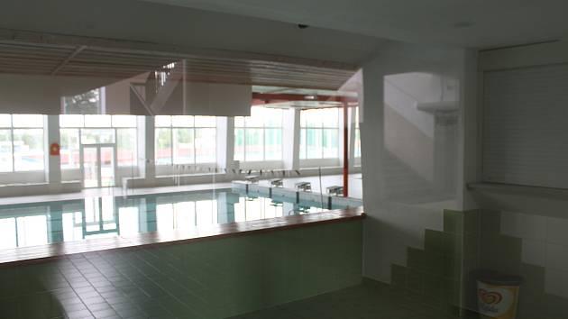 Plavecký bazén v Jihlavě je zatím uzavřený. To se ale v první srpnové pondělí změní.