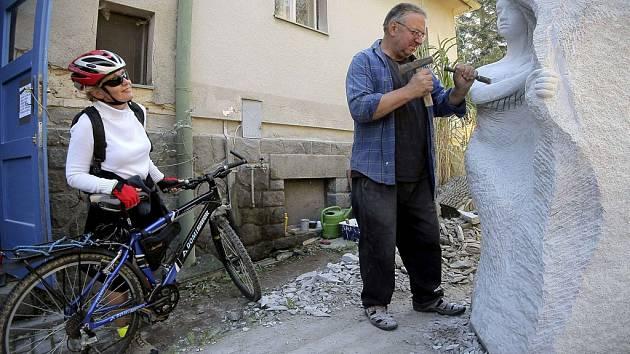 Mezi umělce, kteří se ke Dnům otevřených atelierů připojují, patří i brodský sochař Radomír Dvořák.