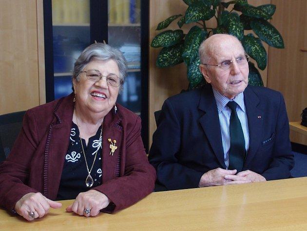 Pavel Knihař s manželkou na návštěvě v Třešti v roce 2014.
