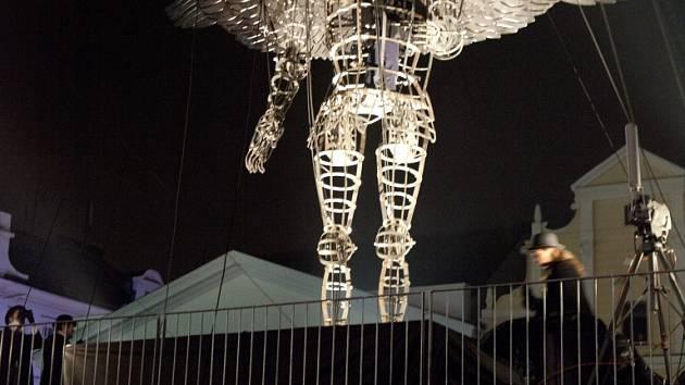 Obří anděl. Letošní zahájení adventu v Třešti bude zdobit dvoutunová loutka z dílny třešťského kováře.