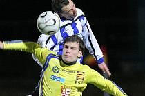 Jihlavští fotbalisté (ve žlutém Michael Rabušic) se představí proti Bystrci.