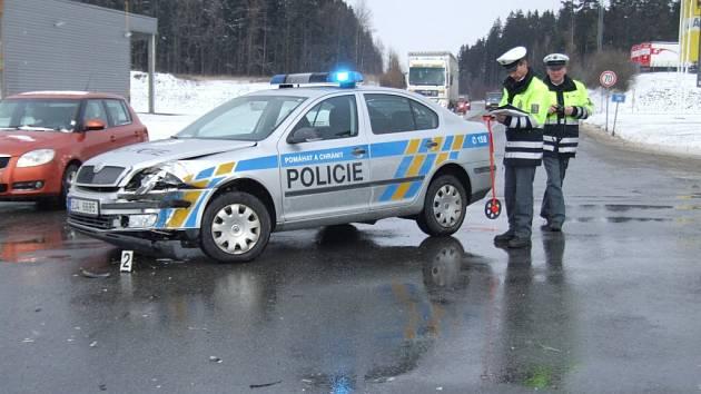 Alkohol dechová zkouška u řidičů vyloučila. Škoda byla stanovena předběžně na 130 tisíc korun.