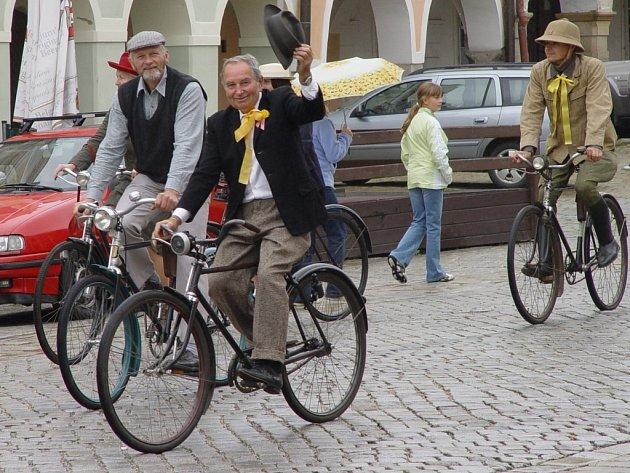 Zajímavý spolek vznikl o tomto víkendu v Telči: Klub telčských velocipedistů.