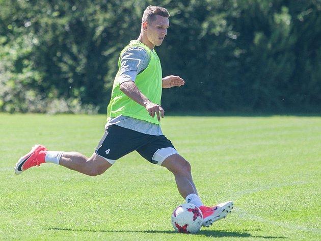 Michal Pecháček v průběhu prvního tréninku FC Vysočina.