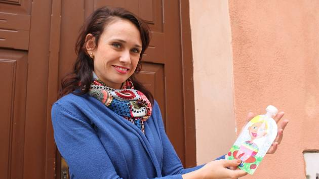 Na znovuplnitelné plastové kapsičce, kterou vymyslela Monika Zachrlová.